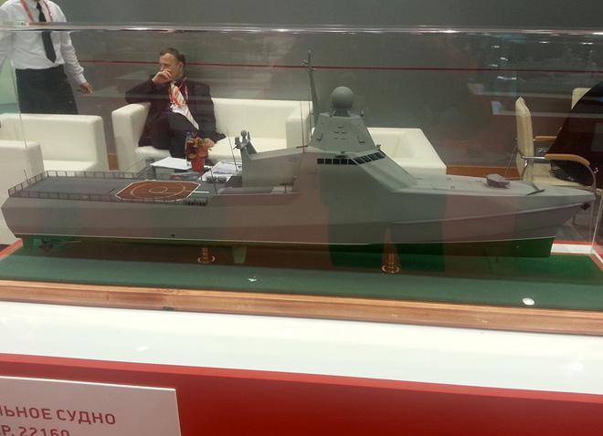 Mô hình tàu hộ vệ tên lửa tàng hình dự án 22160. Ảnh: Sputnik
