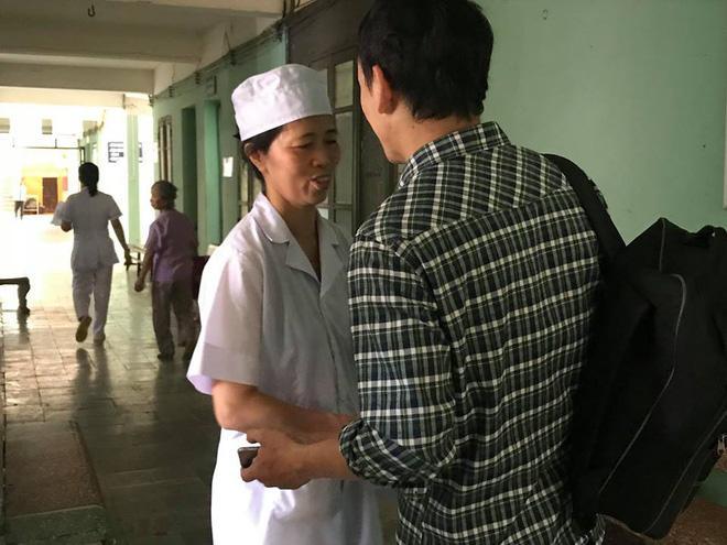 Nữ hộ sinh Nguyễn Thị Thanh Mai trao đổi với PV.