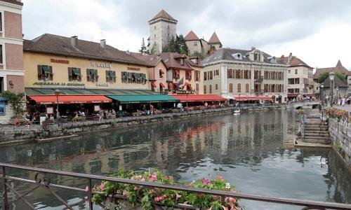 Một con mương ở thành phố Annecy, Pháp. Ảnh: Vingt minutes.