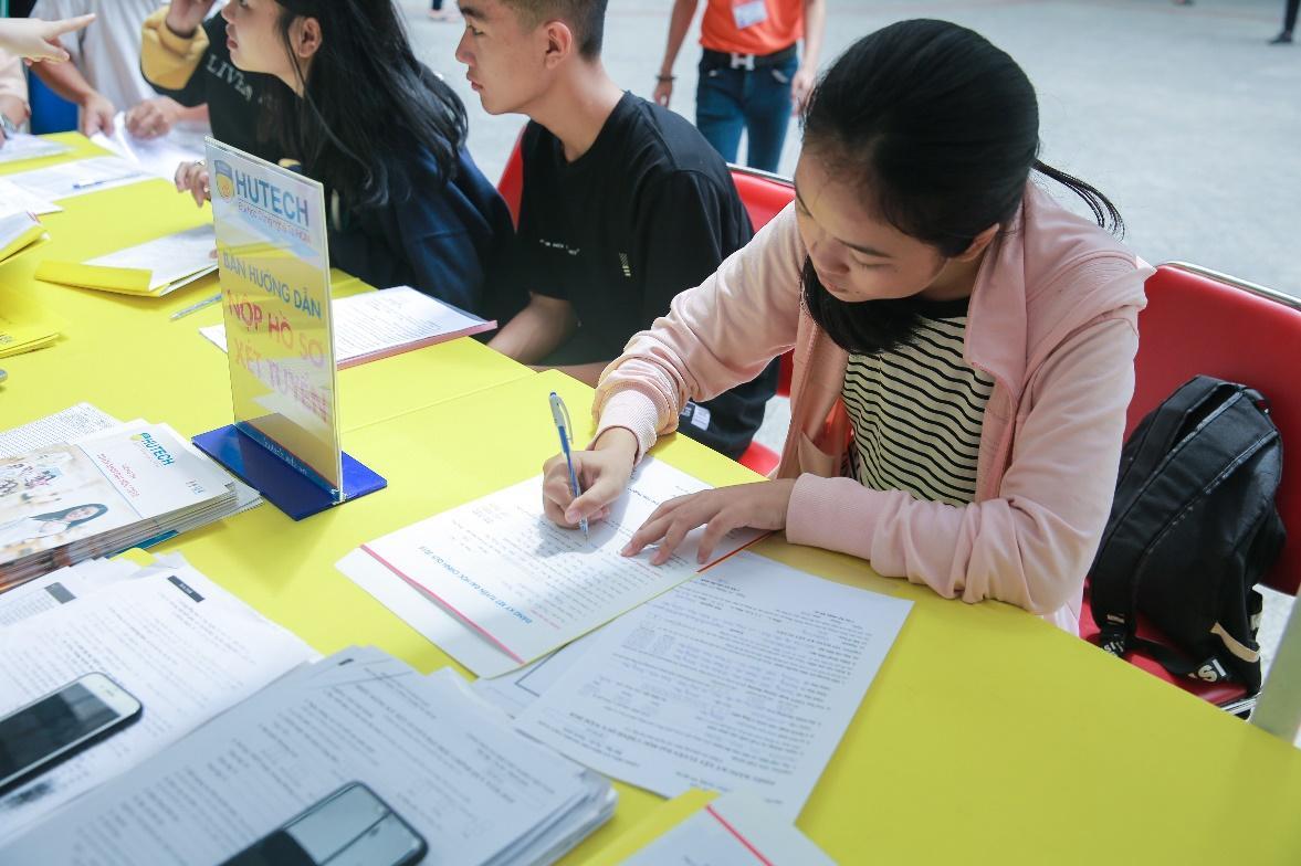 HUTECH nhận hồ sơ xét tuyển học bạ lớp 12 đến ngày 30/7/2018