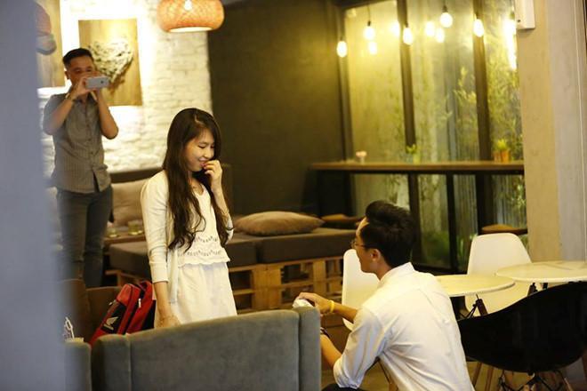 Dũng cầu hôn bạn gái khi trở về Việt Nam. Ảnh: NVCC.