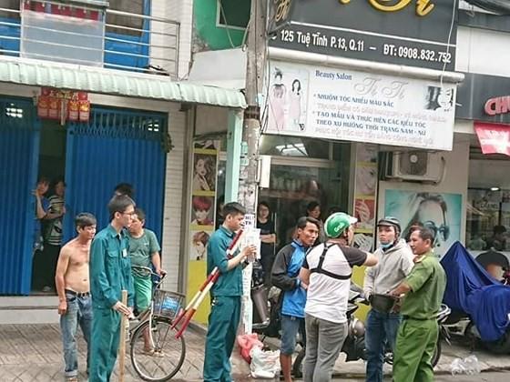Vụ nghi can cướp giật tử vong khi bị tạm giữ ở Sài Gòn: Bắt giam 2 công an - Ảnh 2.