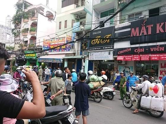Vụ nghi can cướp giật tử vong khi bị tạm giữ ở Sài Gòn: Bắt giam 2 công an - Ảnh 3.