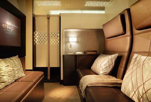 Hãng hàng không Etihad đã đưa cabin lên một tầm cao mới bằng cách tạo ra không gian xa xỉ kiểu căn hộ trên máy bay A380. Ảnh: Flystein.