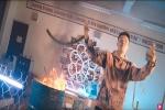 Rapper Việt đốt sách vở học sinh trường Ams để phục vụ quay MV