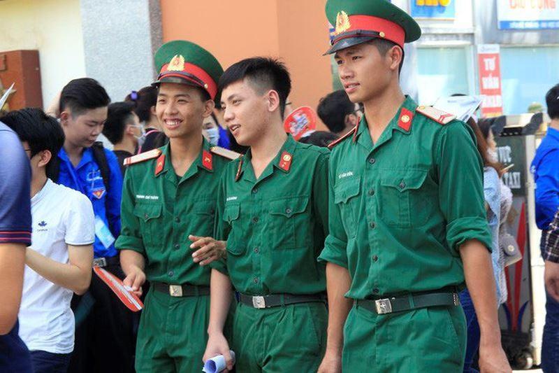 Thí sinh phải qua sơ tuyển thì mới được xét tuyển vào trường quân đội.
