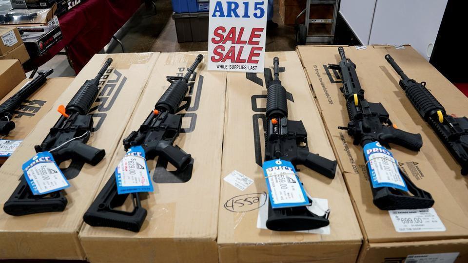 AR-15 bán tự động do Mỹ sản xuất, đây là vũ khí sử dụng trong vụ thảm sát ở thành phố Christchurch và đã sử dụng trong nhiều vụ xả súng hàng loạt ở Mỹ. Ảnh: trtworld.com.