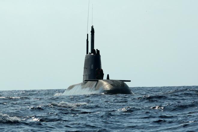 Tàu ngầm tấn công lớp Dolphin.