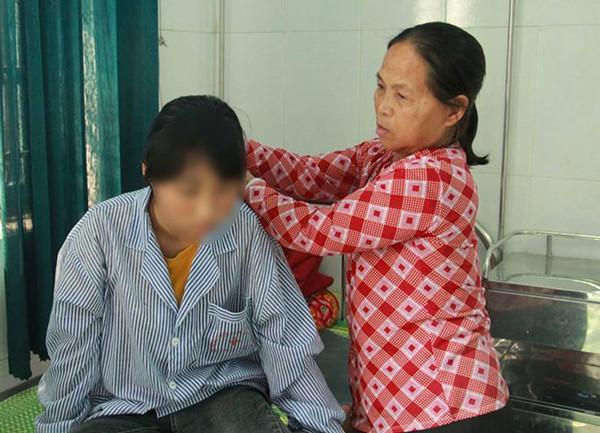 Nữ sinh Y. đang được điều trị tại bệnh viện.