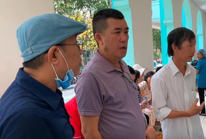 Danh hài Trung Dân, Nhật Cường tới thăm nghệ sĩ Lê Bình.