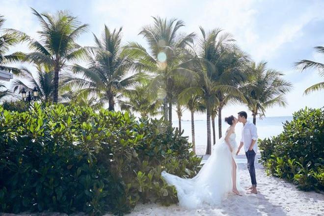 Kỷ niệm 2 năm ngày cưới, vợ chồng An Dĩ Hiên chọn Phú Quốc (Việt Nam) làm nơi nghĩ dưỡng và thực hiện bộ ảnh đẹp long lanh trước khi đón thành viên mới.