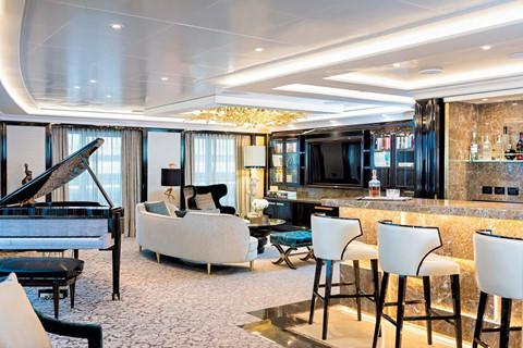 Regent Seven Seas Explorer được mệnh danh là du thuyền sang trọng bậc nhất thế giới với chi phí xây dựng lên đến 450 triệu USD. Ảnh: The Cruise Line.