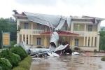 Phú Thọ: Lốc xoáy cuốn bay mái trường Tiểu học tại Thanh Sơn