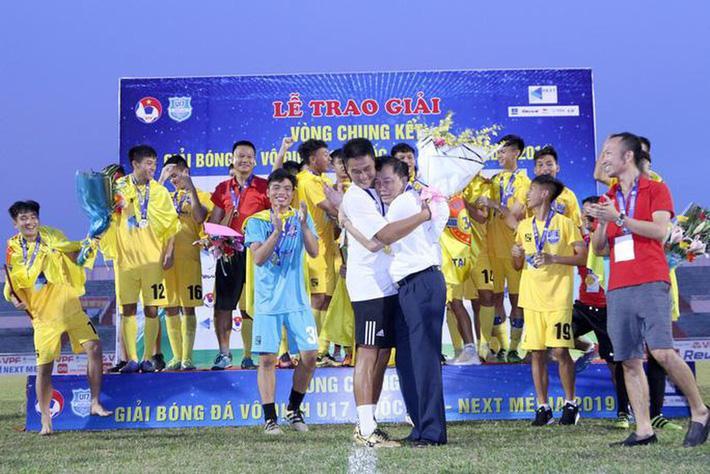 Cú vấp định mệnh của cựu tuyển thủ U23 Việt Nam và sứ mệnh giải cứu con tàu đắm Thanh Hóa - Ảnh 1.
