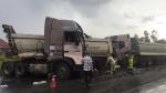 Quảng Bình: Ô tô container lật nghiêng, xe đầu kéo nát cabin sau cú va chạm
