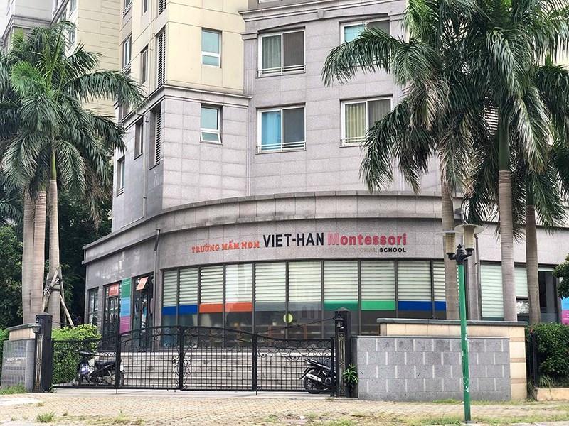 """Trường mầm non Việt-Hàn Montessori gỡ bỏ """"International"""" ở bảng tên."""