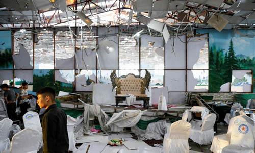 Hiện trường vụ đánh bom tự sát hôm qua tại hội trường đám cưới ở thủ đô Kabul, Afghanistan. Ảnh: Reuters.