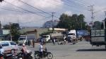 VỪA XONG: Băng qua đường, người đàn ông bị xe tải chở lợn tông chết giữa