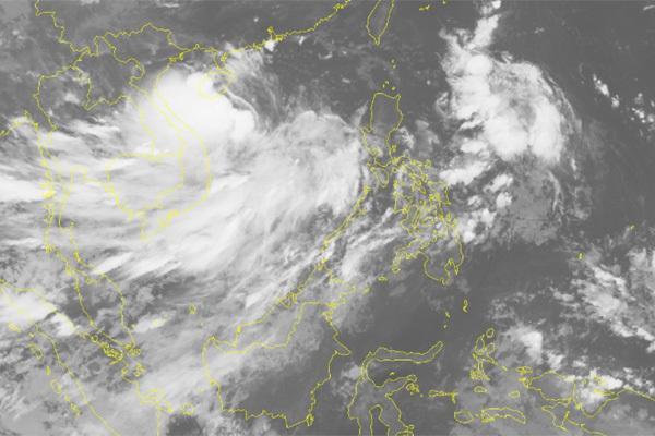 Ảnh mây vệ tinh về bão số 4.