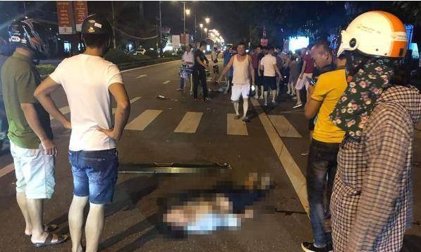 Nạn nhân bị ô tô đẩy xa sau khi đâm.