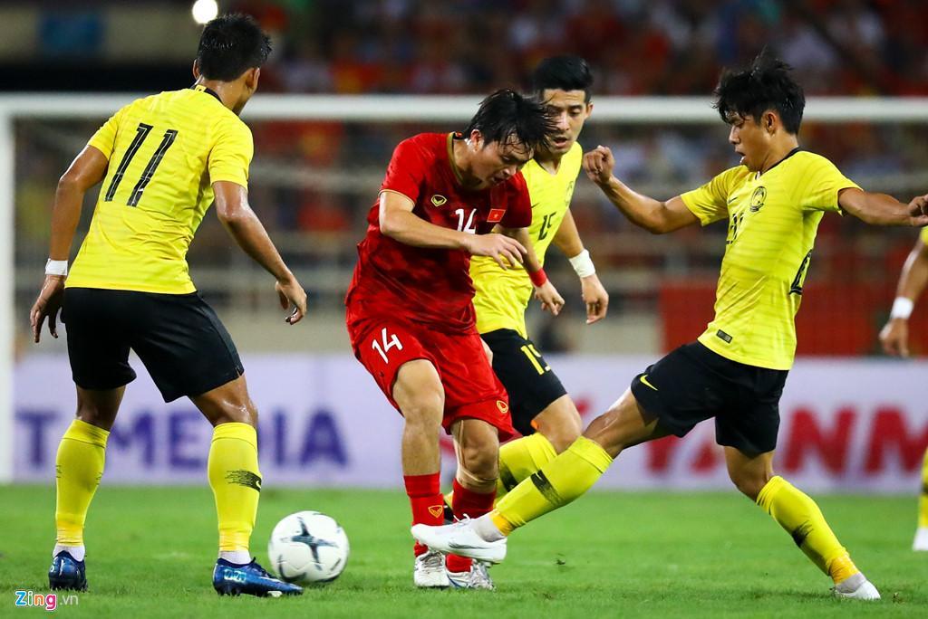 Tuấn Anh (giữa) vắng mặt trong trận gặp Indonesia. Ông Park cần anh cho những cuộc đấu khốc liệt hơn.