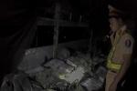 Hơn 24.000 gói thuốc lá lậu trong xe tải vi phạm giao thông