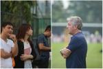 ĐT Việt Nam bất ngờ đón những vị khách 'lạ'