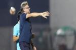 HLV Philippe Troussier lý giải về màn 'đá bóng ma' gây tranh cãi của U19 Việt Nam