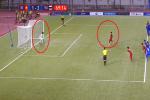 Dùng tiểu xảo để cản penalty của U22 Việt Nam, thủ môn Thái Lan bị trọng tài 'bắt thóp'