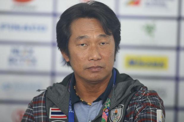 HLV Naruephon Kaenson tin tưởng vào tương lai thành công của bóng đá nữ Thái Lan. Ảnh: FA Thailand.