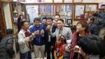 Người hâm mộ vượt 500 km từ Lai Châu về Thái Bình gặp gia đình Văn Hậu