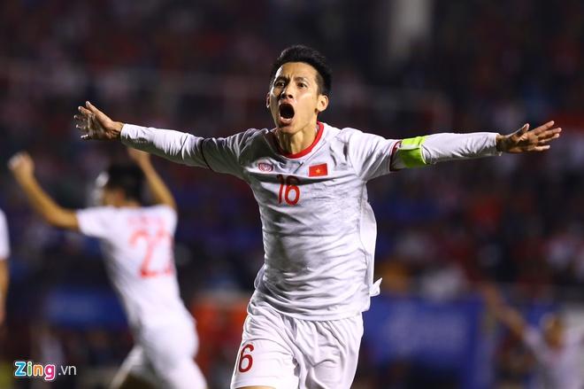 Đỗ Hùng Dũng ăn mừng bàn nâng tỷ số lên 2-0 trong trận đấu với U22 Indonesia. Ảnh: Thuận Thắng.