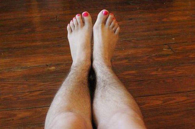 Lông chân ở phụ nữ dài mặc dù gây mất thẩm mỹ nhưng lại là dấu hiệu tốt đối với sức khỏe.