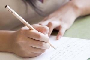 Mẹ viết đơn xin miễn học thêm buổi chiều cho con