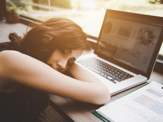 Ngủ trưa là cách tốt nhất để lấy năng lượng cho buổi chiều, não bộ cũng hiệu quả trong công việc hơn.