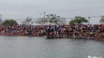 Đắk Lắk: Hàng ngàn người hò hét, cổ vũ Hội đua thuyền nam truyền thống Krông Ana