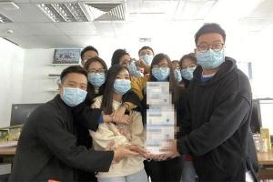 Lì xì mùa virus corona: Người người thi nhau khoe khẩu trang