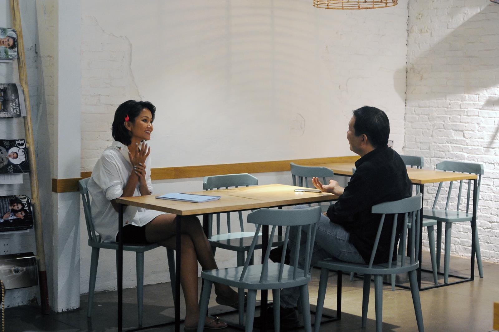 Đạo diễn Lương Đình Dũng khen H'Hen Niê về khả năng diễn xuất.