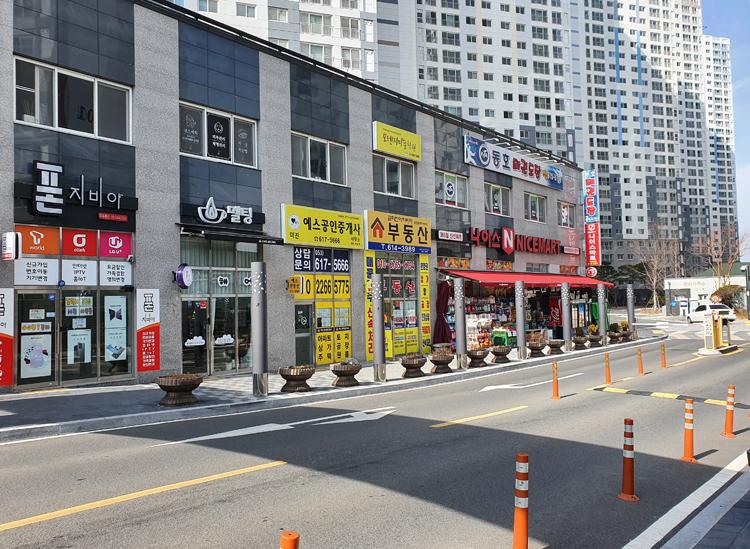 Đường phố xung quanh nhà Thanh Hoài vắng vẻ hôm 22/2. Ảnh: Nhân vật cung cấp.