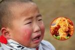 Dẫn con trai đi ăn gà rán, bố 'hồn nhiên' nói 1 câu khiến cậu bé lặng người, miếng ăn nghẹn đắng nơi cổ họng