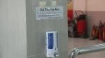 Hy hữu: Người thân chuẩn bị xuất viện, nam thanh niên trộm hết nước rửa tay trong viện về để