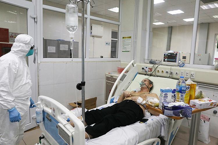 Bệnh nhân Covid-19 nặng điều trị tại Bệnh viện Bệnh Nhiệt đới Trung ương, ngày 24/3. Ảnh: Ngọc Thành