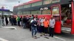 Pháthiện xe khách chở 30 người bất chấp lệnh cấm đi từ Bình Thuận về Bắc Giang