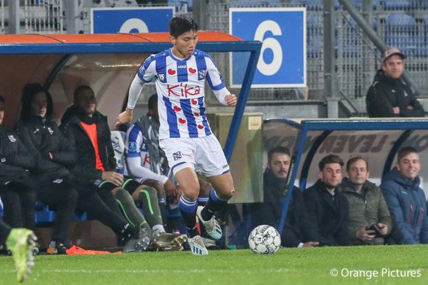 Văn Hậu khao khát được tiếp tục thi đấu tại châu Âu. Tuy nhiên, Hà Nội FC cần làm việc với SC Heerenveen trước khi đưa ra thông báo cuối cùng. Ảnh: Orange Pictures.