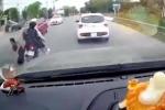 Video: Hai cô gái đi xe máy vượt ẩu, tông gục bà lão đi bộ sang đường