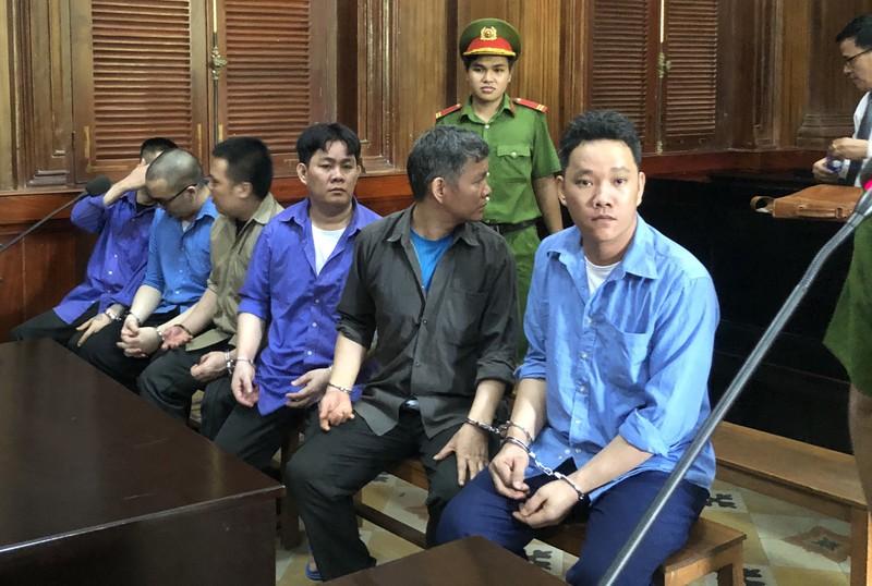 Các bị cáo tại phiên xử sáng 18/5. Ảnh: HOÀNG YẾN.