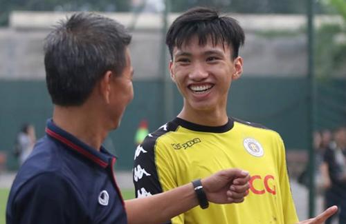 Ông Tuấn cho rằng Văn Hậu là mẫu cầu thủ toàn diện và hiện đại.