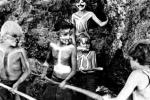 Cuộc chiến sinh tồn của 6 đứa trẻ lạc trên đảo hoang 15 tháng