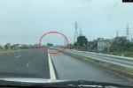 Điều khiển xe ngược chiều 3km trên cao tốc, tài xế gặp ngay cảnh sát giao thông