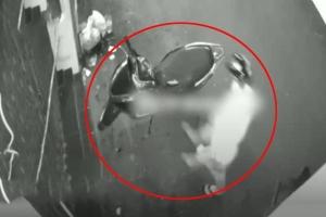 Kẻ trộm phá khóa đánh cắp xe máy ngay trung tâm TP.HCM